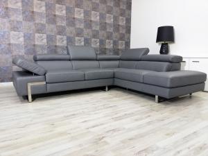 Divano angolare in pelle grigio scuro a 5 posti maggiorati con poggiatesta regolabili e piedini cromati lucidi – Design moderno - pronta consegna