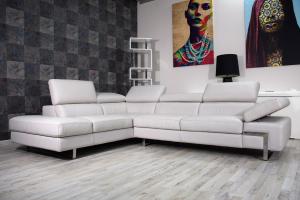 MARSHAL - Divano angolare sx in pelle pieno fiore color grigio chiaro a 5 posti maggiorati con poggiatesta regolabili e piedini in ferro cromato lucido – Design moderno