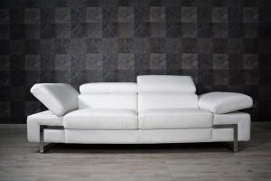 Divano bianco in pelle a 3 posti maggiorati con poggiatesta e braccioli recliner manuale piedini cromati lucidi – Design moderno - pronta consegna