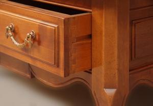 Tavolino da salotto con piano a tasselli