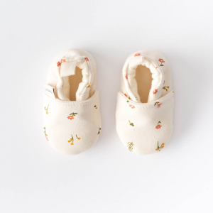 Flower pattern newborn baby shoes in organic cotton