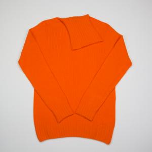 Maglione in lana rasata a collo alto arancione Macchia J