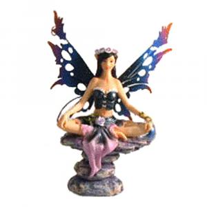 Fata della perla nera in posizione yoga in resina