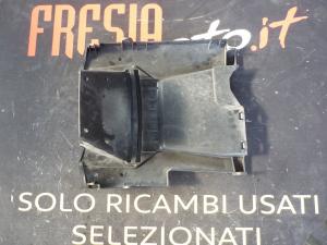 PLASTICA INFERIORE POSTERIORE PEDANA USATA KYMCO DOWNTOWN 300i ABS ANNO 2012