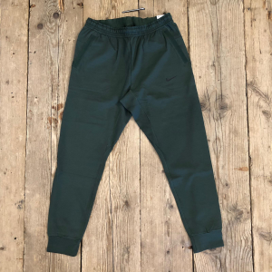 Pantalone Nike in Tech Pack Verde Scuro