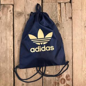 Zainetto Adidas a Sacca blu con Logo Oro