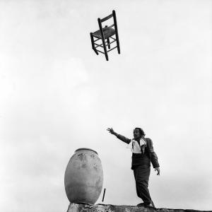 Salvador Dalì a Port Lligat, 1957