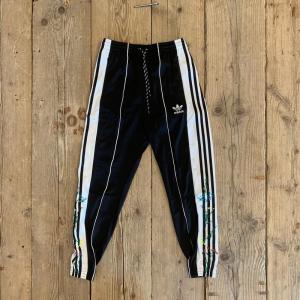 Pantalone Adidas Track Pant Black Flowers