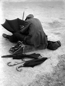 Umbrella man, 1947