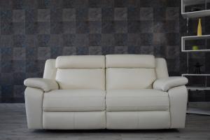 Divano relax 3 posti in pelle color crema con meccanismi recliner elettrici - schienale alto e poggiatesta imbottiti
