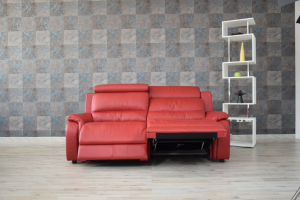 Divano relax in pelle rosso 3 posti con meccanismi recliner elettrici e poggiatesta regolabili