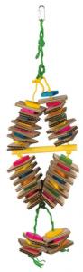 Giocattolo in legno con corda di sisal