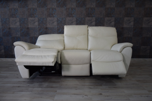 Divano relax elettrico in pelle color avorio a 3 posti di cui 2 con meccanismi recliner