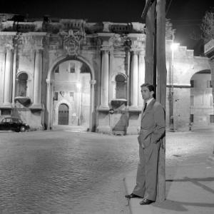 Pier Paolo Pasolini a Porta Portese, Roma, 1960
