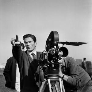 Pier Paolo Pasolini sul set di Ro.Go.Pa.G, 1962