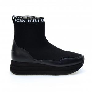 Sneaker running a calzino nera Apepazza