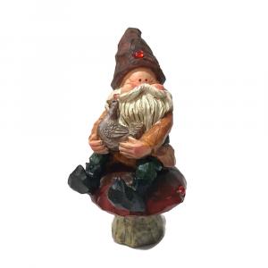 Woody Gnomo in resina seduto su un fungo con gallina