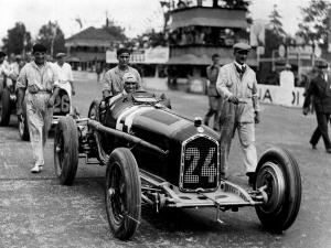 Tazio Nuvolari on Alfa Romeo, 1932