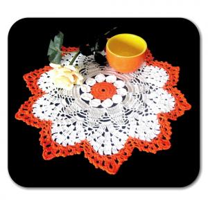 CENTRINO grande bianco grigio e arancione all'uncinetto