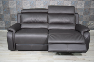 Divano relax nero in pelle 3 posti con meccanismi recliner elettrici e poggiatesta regolabili