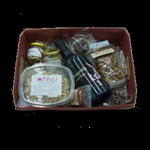 Cesto Natalizio con varietà di prodotti alle mandorle