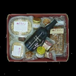Cesto natalizio 1 con varietà di prodotti alle mandorle