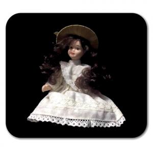 BAMBOLINA di porcellana con cappello e vestito bianco