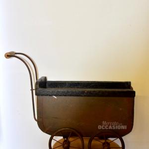 Carrozzina Vintage In Ferro