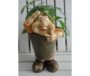 Gnomo da giardino porta piante cappello verde
