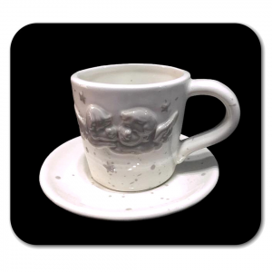 TAZZA CAFFE' bianca con cherubini grigi in rilievo in ceramica