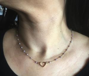Collana in girocollo con microcristalli lilla e cuore centrale in ottone galvanizzato