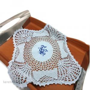 Centrino quadrato Celeste uncinetto con ricamo centrale 28x28 cm - Handmade in Italy