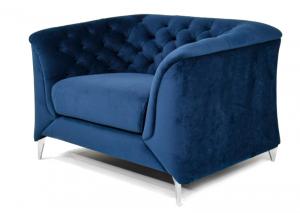 Poltrona Chesterfield moderna in tessuto microfibra effetto velluto di colore blu e piedi in metallo cromato