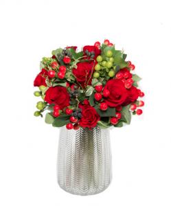 Bouquet rose rosse e bacche  € 55,00