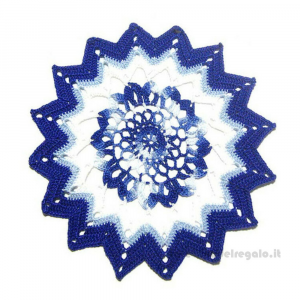 Centrino blu e bianco rotondo ad uncinetto 21 cm - Handmade in Italy