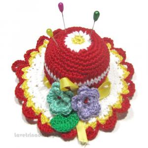 Cappellino puntaspilli rosso e bianco ad uncinetto ø 11 cm Handmade - Italy