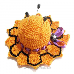 Cappellino puntaspilli per Halloween ad uncinetto 11 cm Handmade - Italy