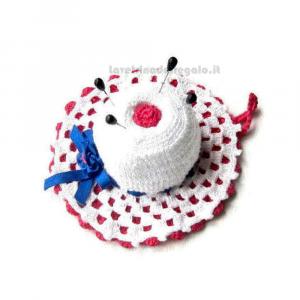 Cappellino puntaspilli bianco e fucsia ad uncinetto 11.5 cm Handmade - Italy