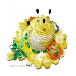 Cappellino puntaspilli giallo sfumato ad uncinetto 11 cm Handmade - Italy