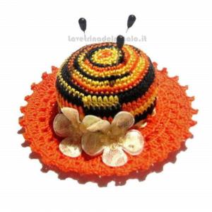 Cappellino puntaspilli arancione e nero ad uncinetto 11 cm Handmade - Italy
