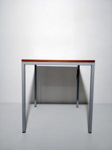 Tavolino in metallo con ripiano in ciliegio, Moduli Razionali