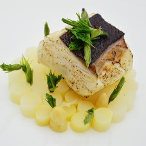 Dotto in olio cottura e asparagi bianchi