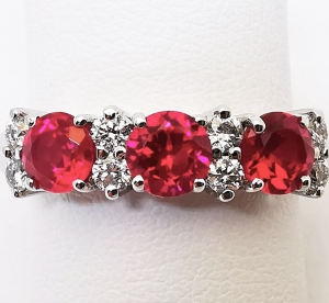 Anello con Diamanti bianchi e Rubini