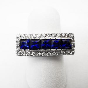 Anello rettangolo con Diamanti bianchi e Zaffiri