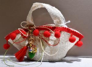 Coffa pon pon rosso + Ciondolo Trinacria (confetti vari gusti e tipologie)