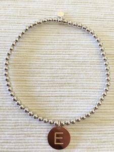 Bracciale in argento a sfere con ciondolo piastra iniziale