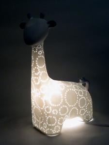 Lampada Giraffa in porcellana traforata bianca