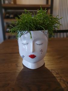 Vaso ceramica donna rossetto rosso