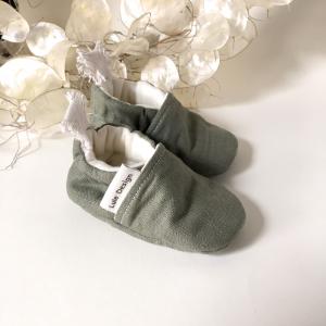 Scarpine neonato in lino biologico color verde oliva