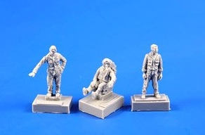 SMB-2 Fighter Pilot + Two Ground Crew